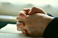 pray-2558490_400